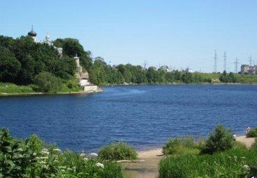 «Лига молодежи Псковской области» в Родине привела в порядок берег Великой