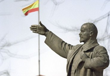 Псковичи готовы выкупить советские памятники у Литвы