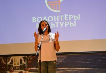 Выступление певицы из Туниса Инес Куки на молодежном форуме