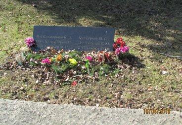 Возложение цветов к монументу Бронзовый солдат